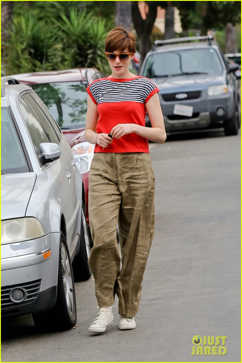 anne hathaway visits friends in beverly hills 152907673