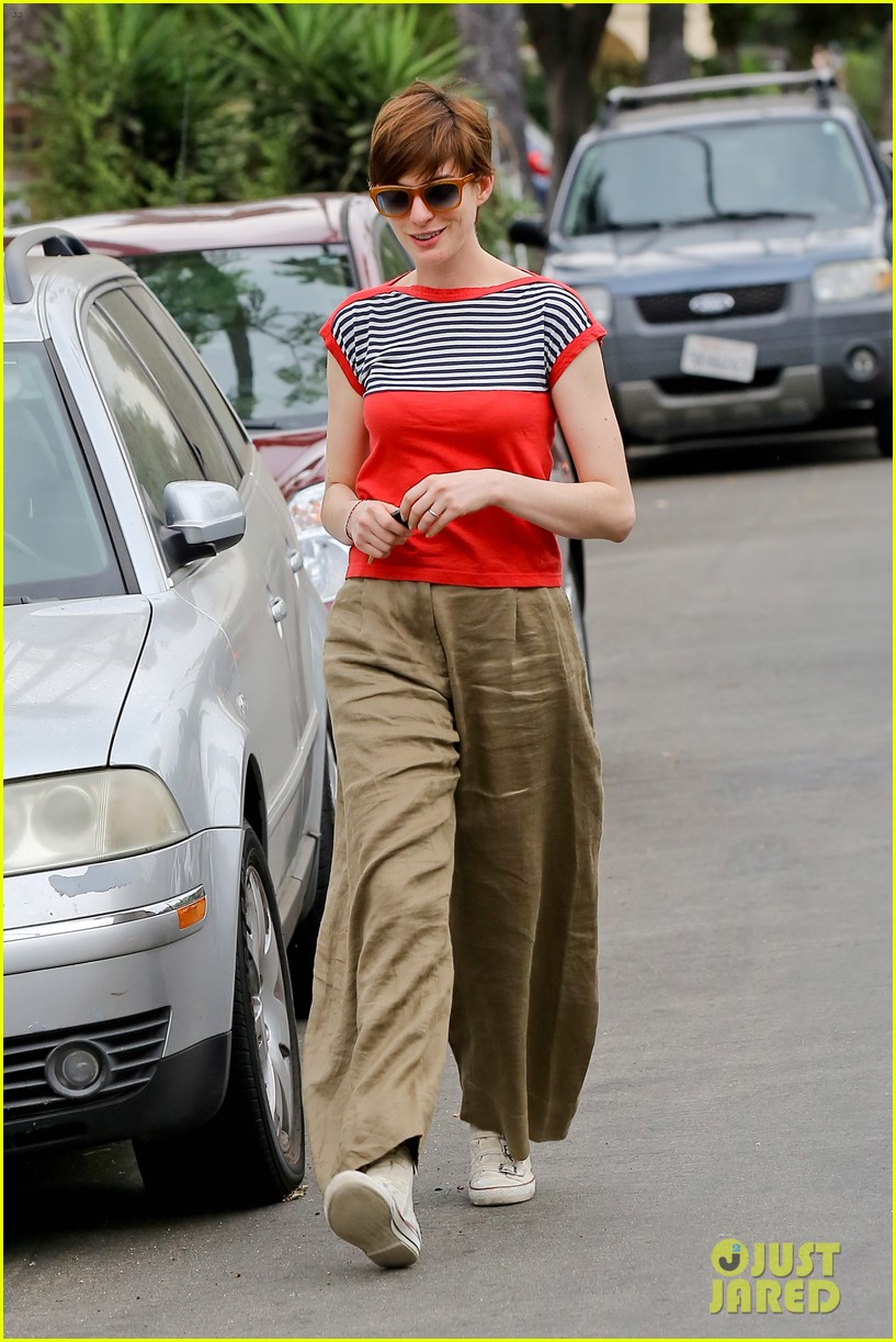anne hathaway visits friends in beverly hills 172907675
