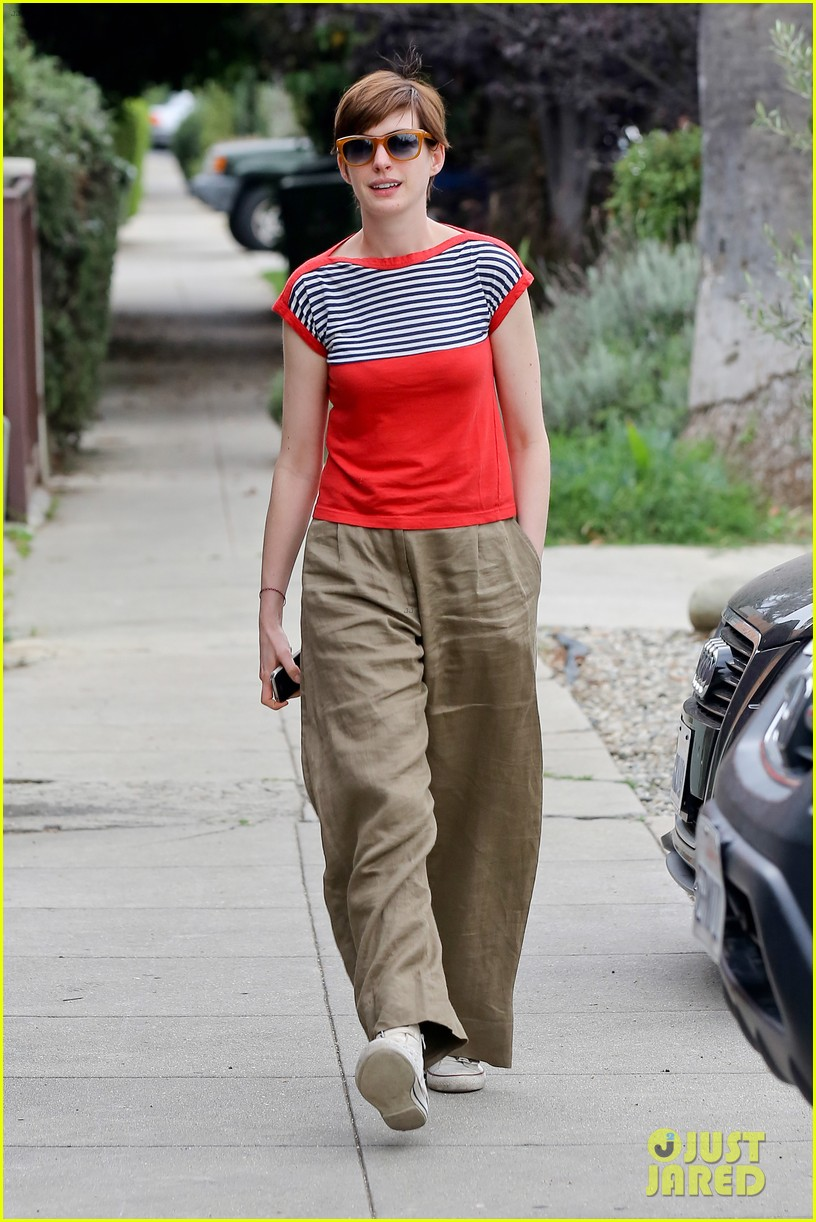 anne hathaway visits friends in beverly hills 182907676