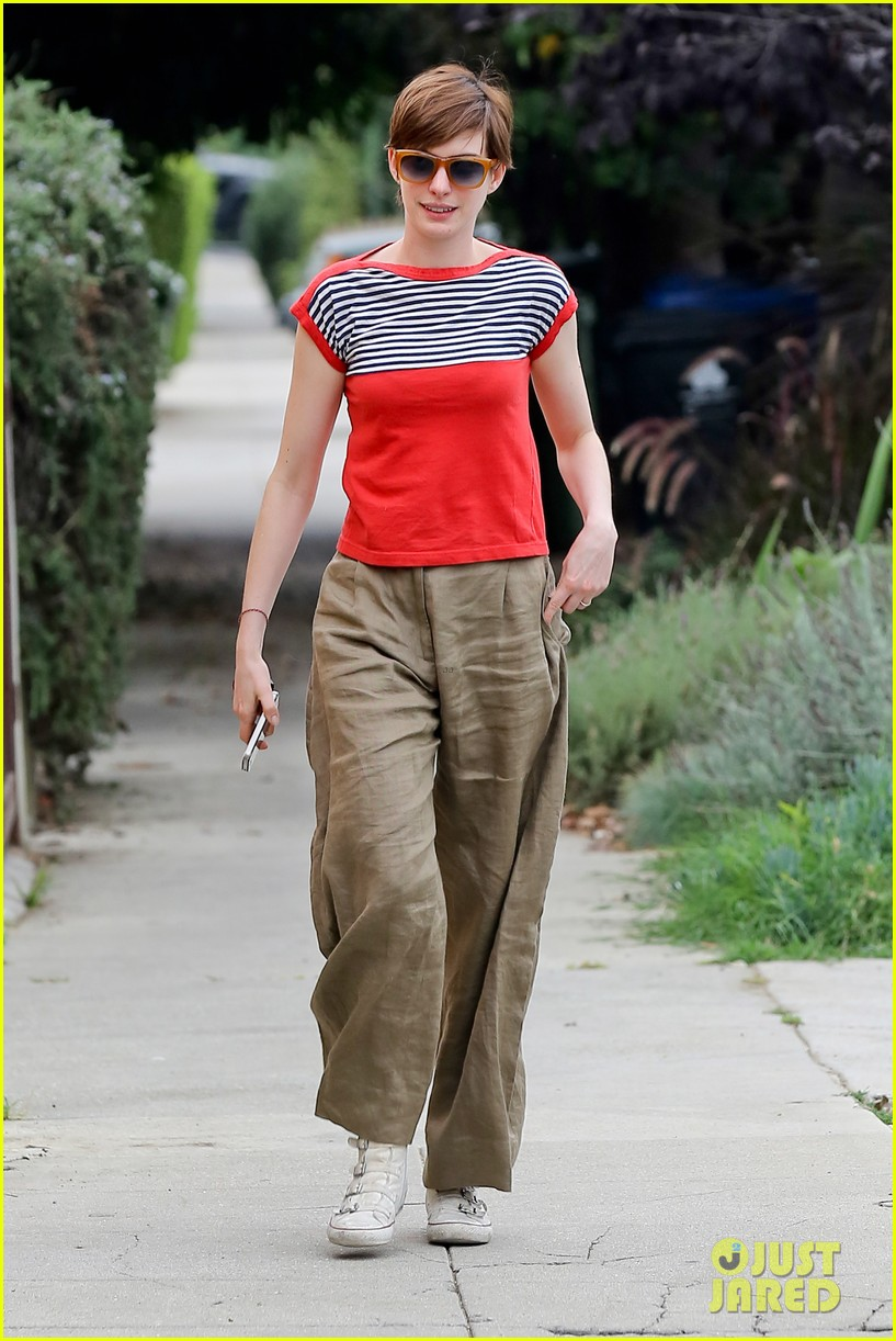 anne hathaway visits friends in beverly hills 21