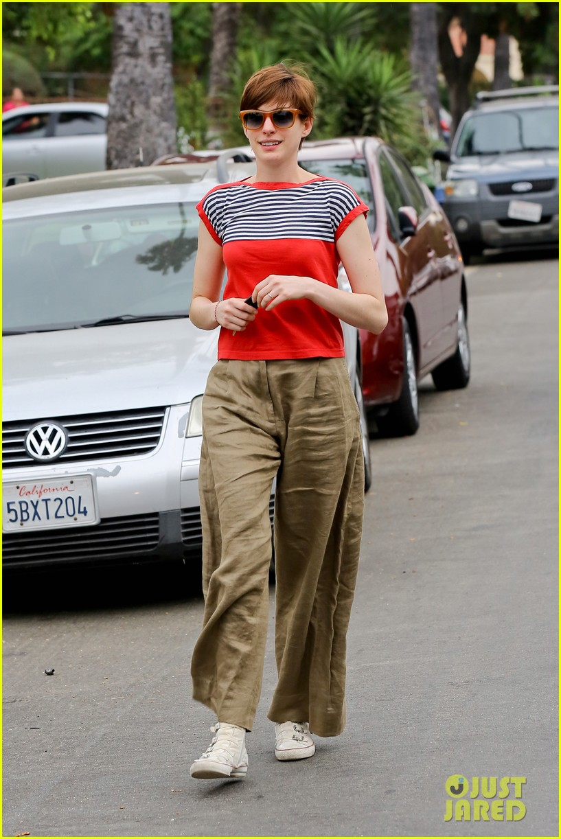 anne hathaway visits friends in beverly hills 262907684
