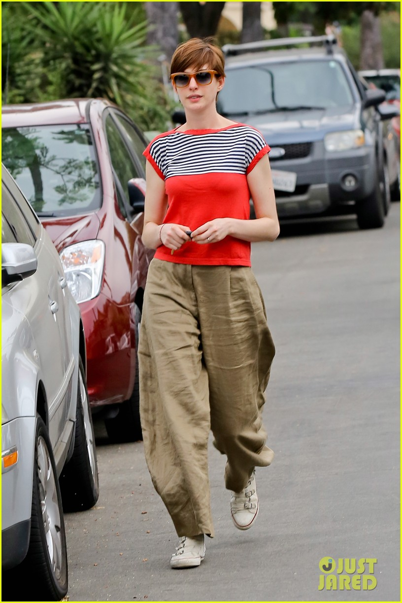 anne hathaway visits friends in beverly hills 272907685
