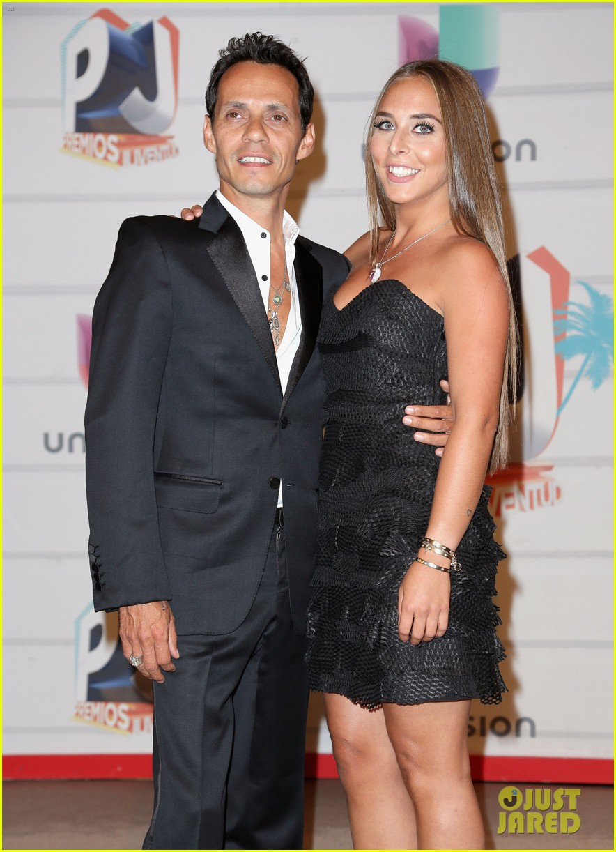 marc anthony chloe green red carpet couple debut 01
