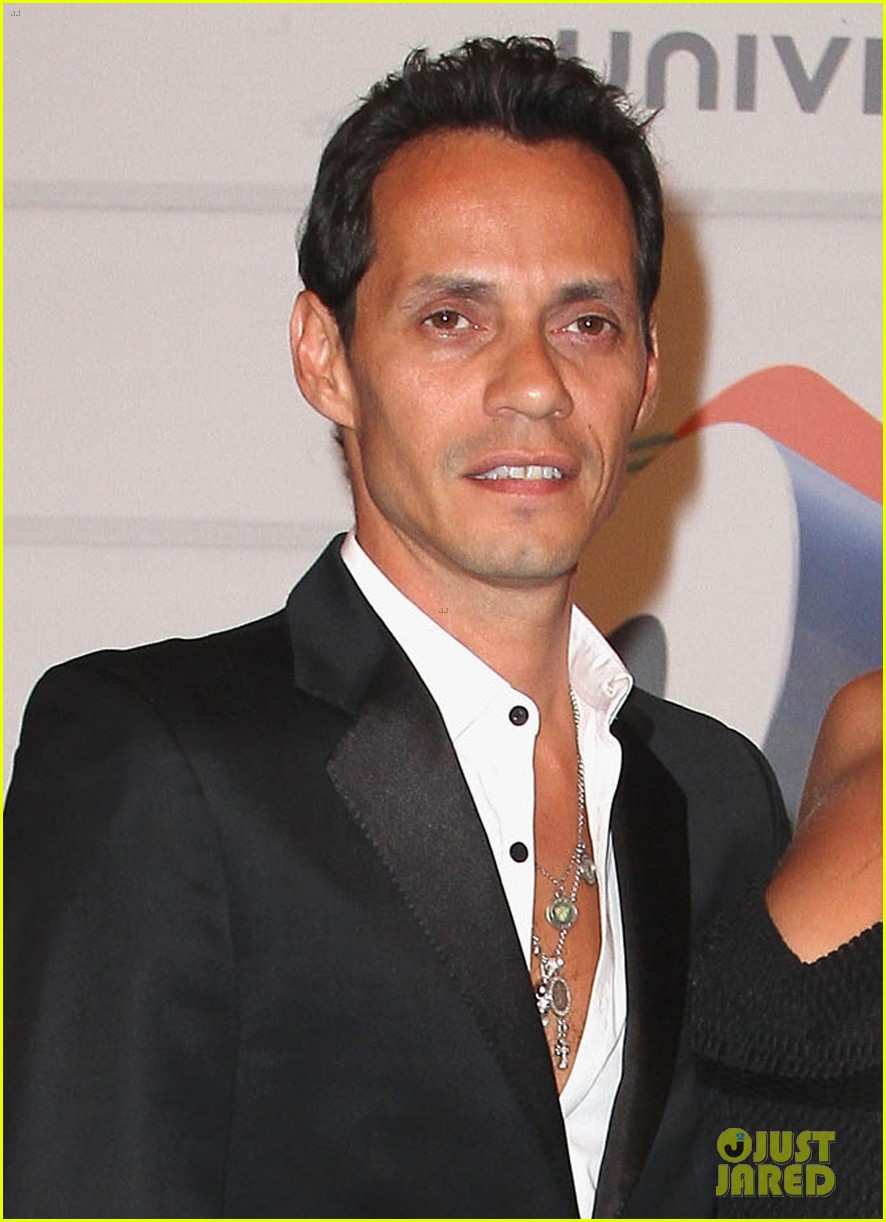 marc anthony chloe green red carpet couple debut 022911840