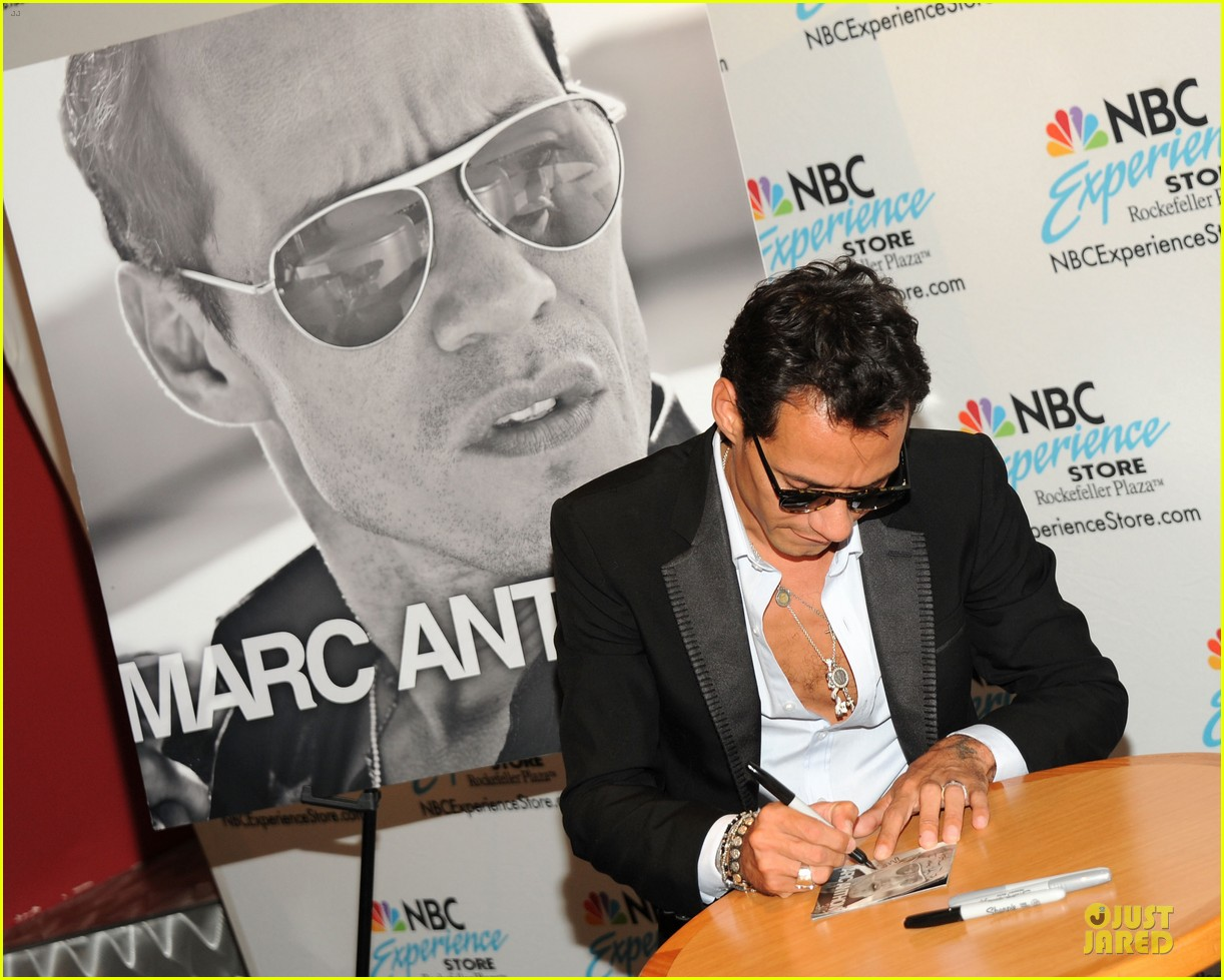 Marc anthony and chloe green marc anthony 30 album signing marc anthony and chloe green marc anthony 30 album signing m4hsunfo