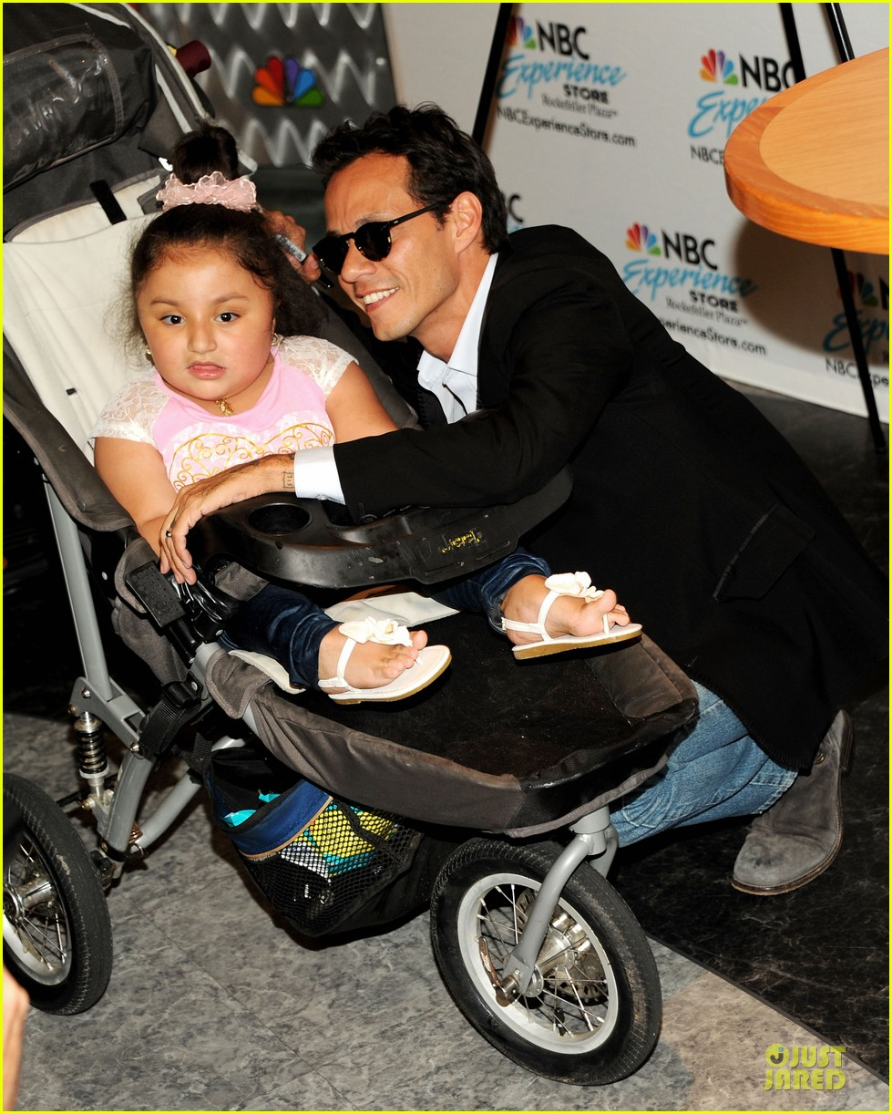 marc anthony chloe green marc anthony 3 album signing 162915471