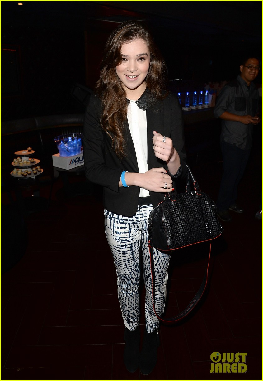 ashley greene hailee steinfeld bruno mars concert cuties 112918483