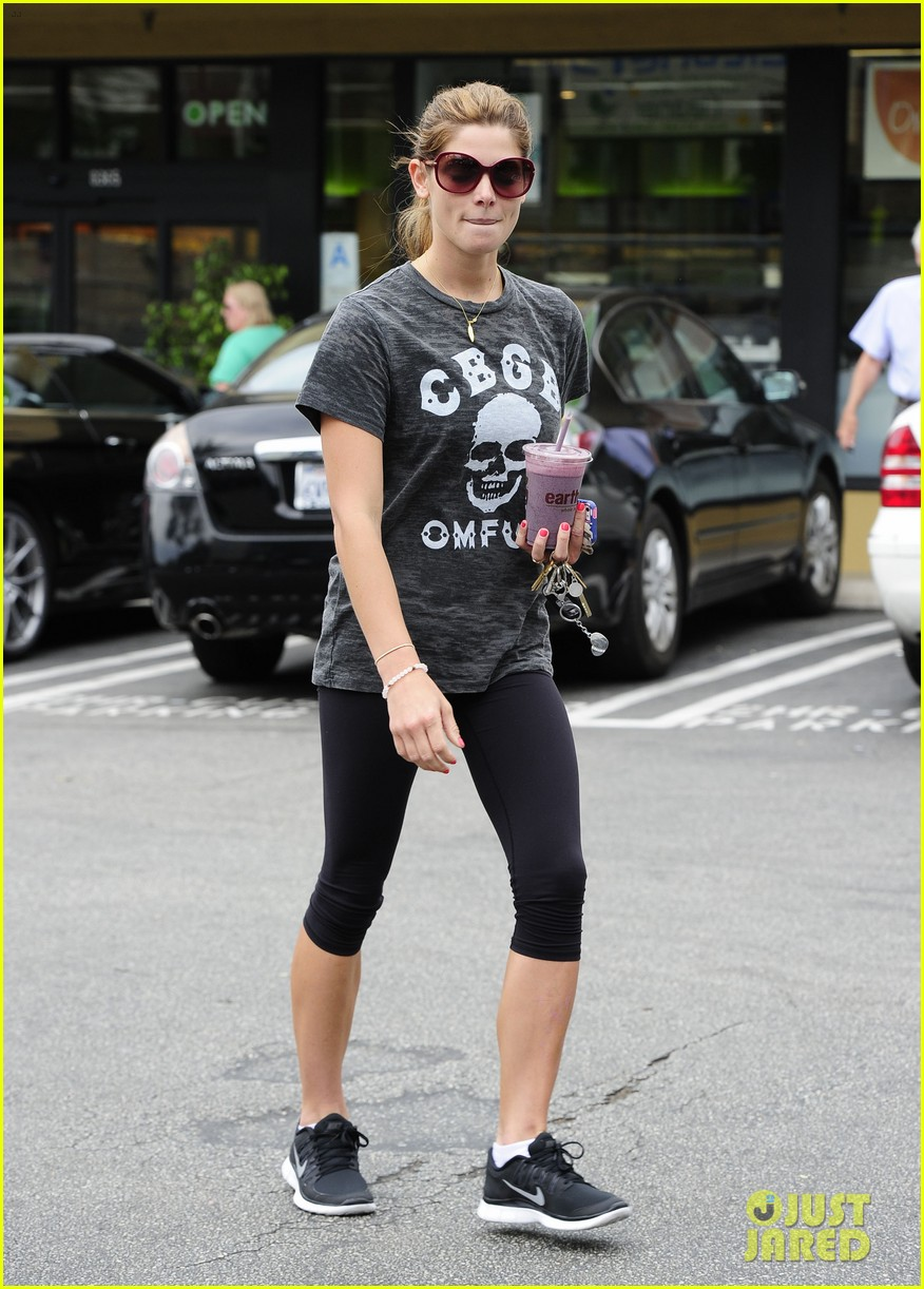ashley greene earth bar smoothie stop 032907646