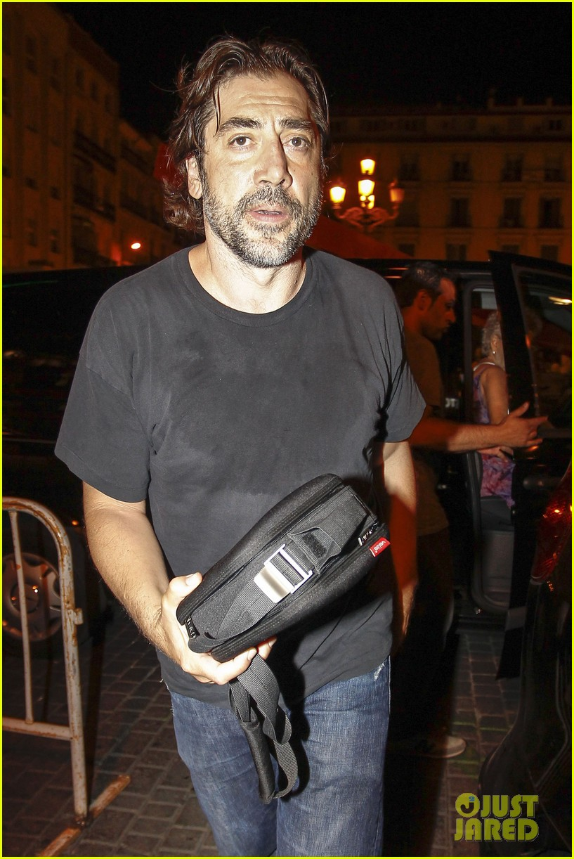 pregnant penelope cruz javier bardem dine out with family 082913898