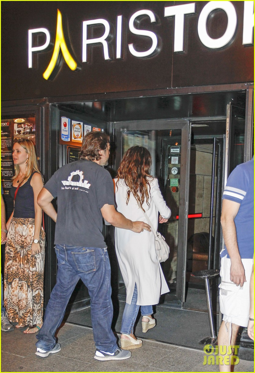 pregnant penelope cruz javier bardem dine out with family 092913899