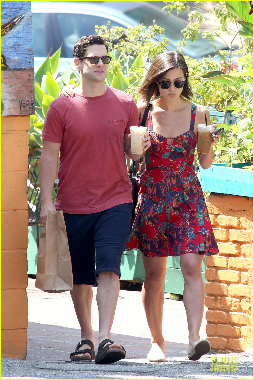 justin bartha lia smith iced coffee sharing couple 062905137