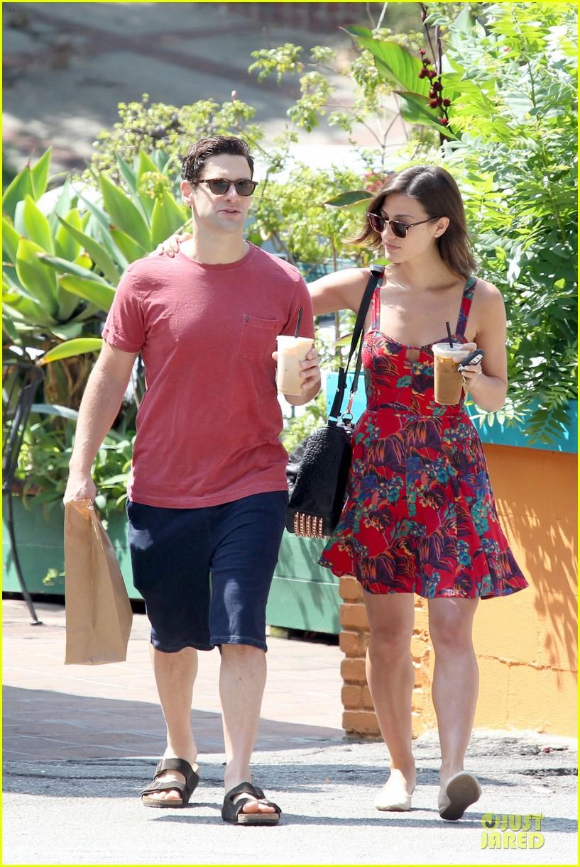 justin bartha lia smith iced coffee sharing couple 082905139
