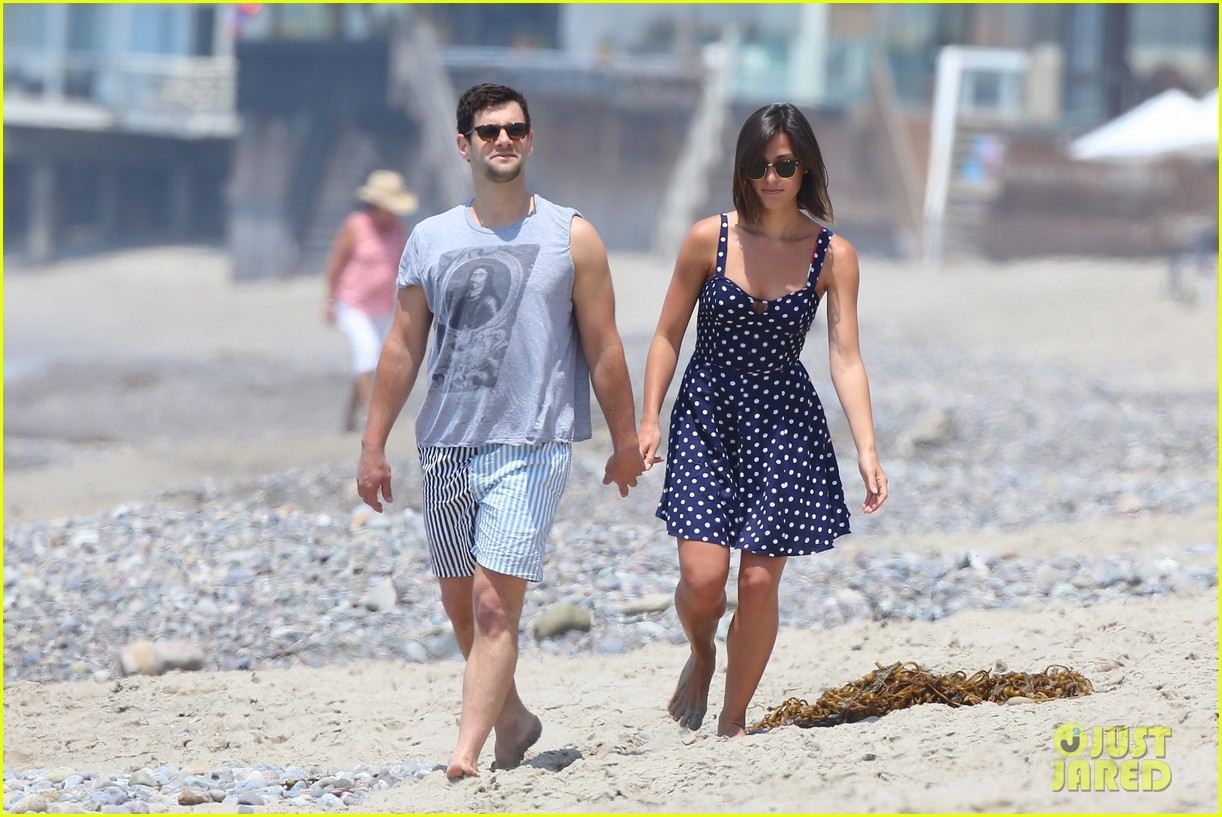 justin bartha strolls with lia smith meets up with jim toth 062904367