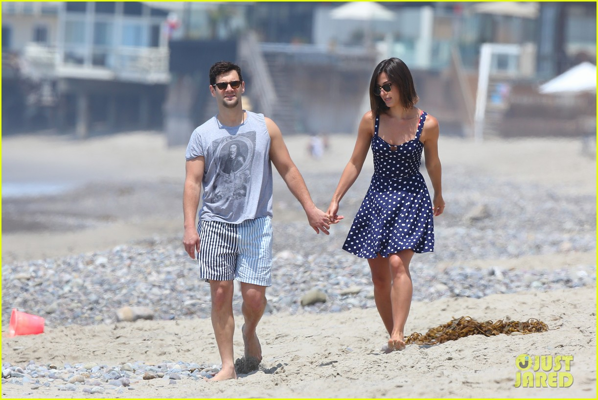 justin bartha strolls with lia smith meets up with jim toth 082904369