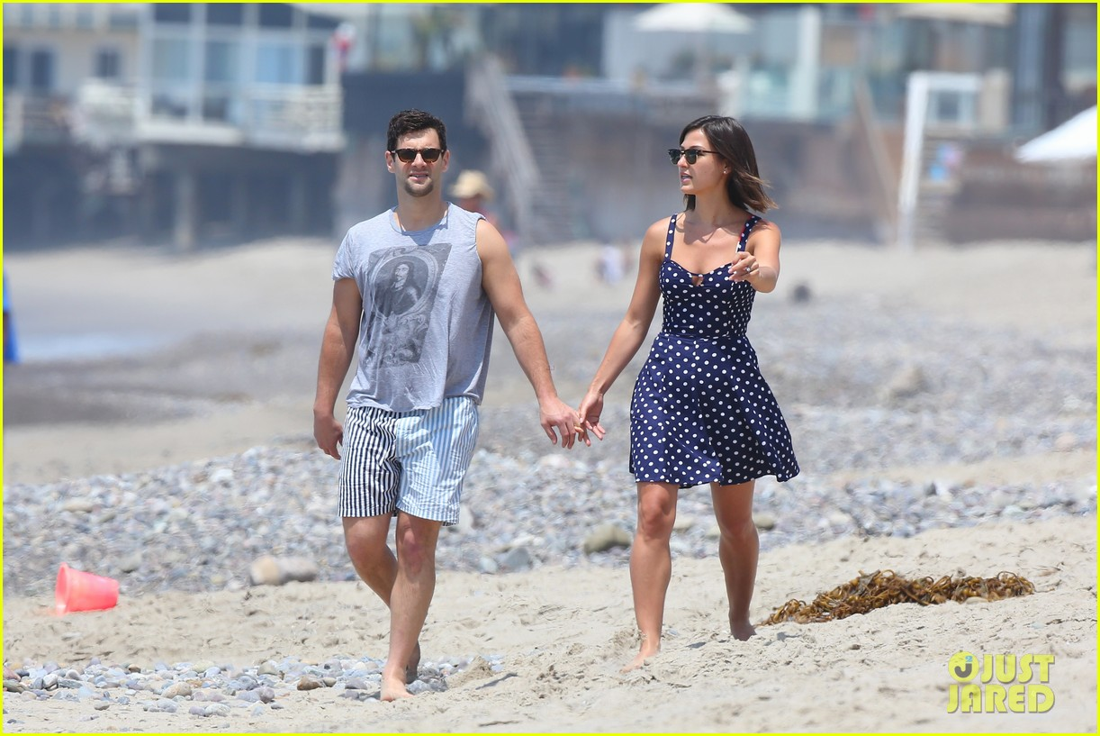 justin bartha strolls with lia smith meets up with jim toth 092904370