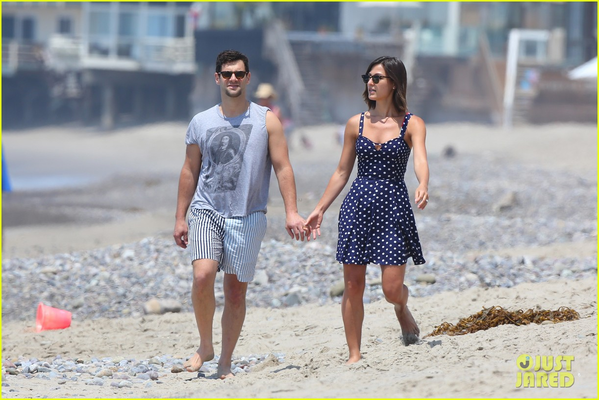 justin bartha strolls with lia smith meets up with jim toth 102904371