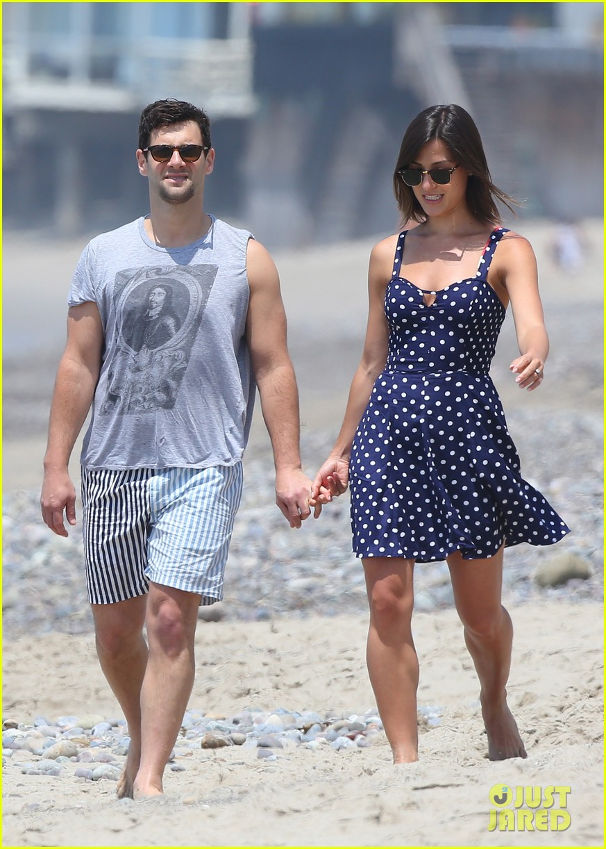 justin bartha strolls with lia smith meets up with jim toth 122904373