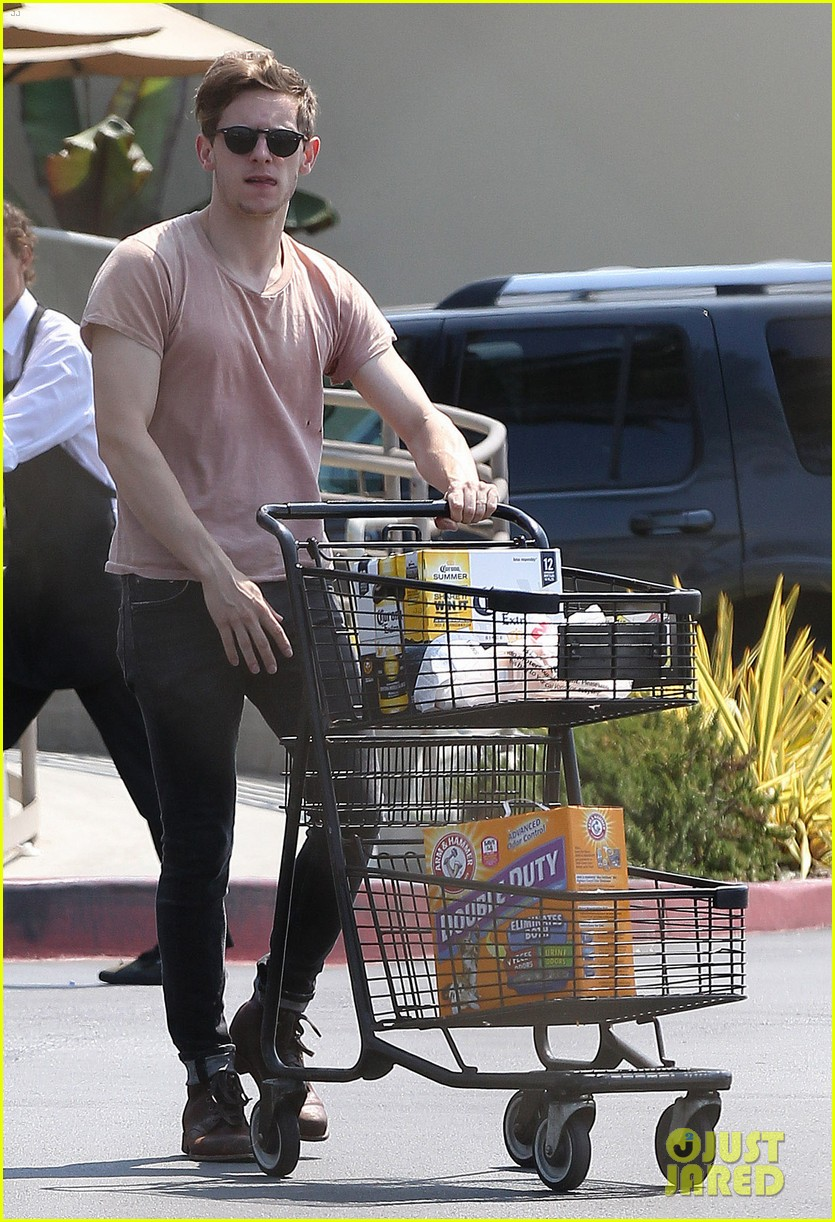 jamie bell grocery run in pacific palisades 072901911