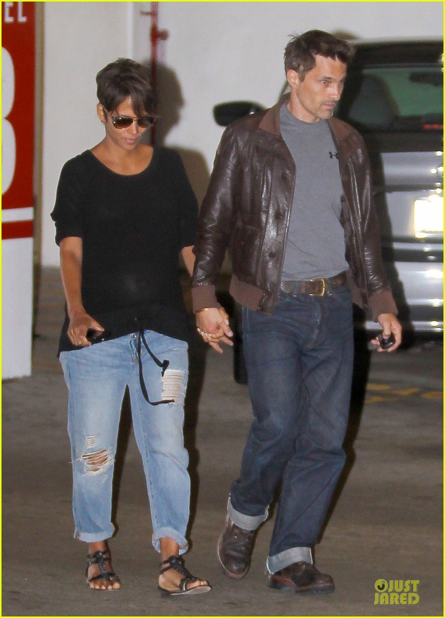 halle berry olivier martinez hold hands for baby checkup 012921111