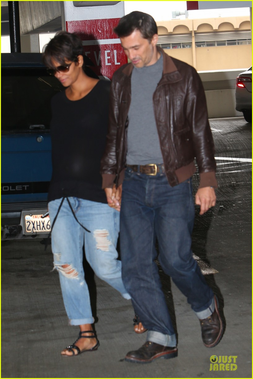 halle berry olivier martinez hold hands for baby checkup 032921113