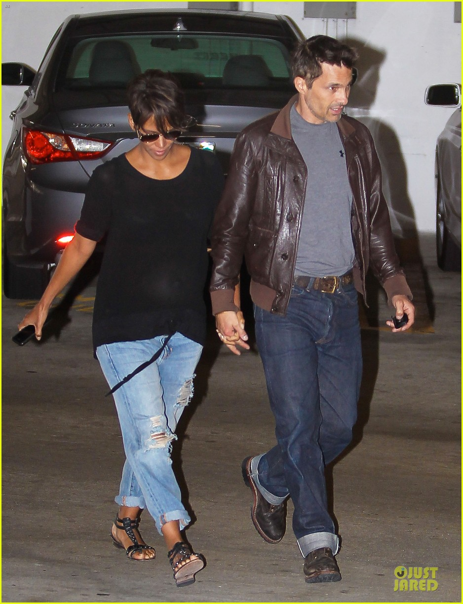 halle berry olivier martinez hold hands for baby checkup 062921116