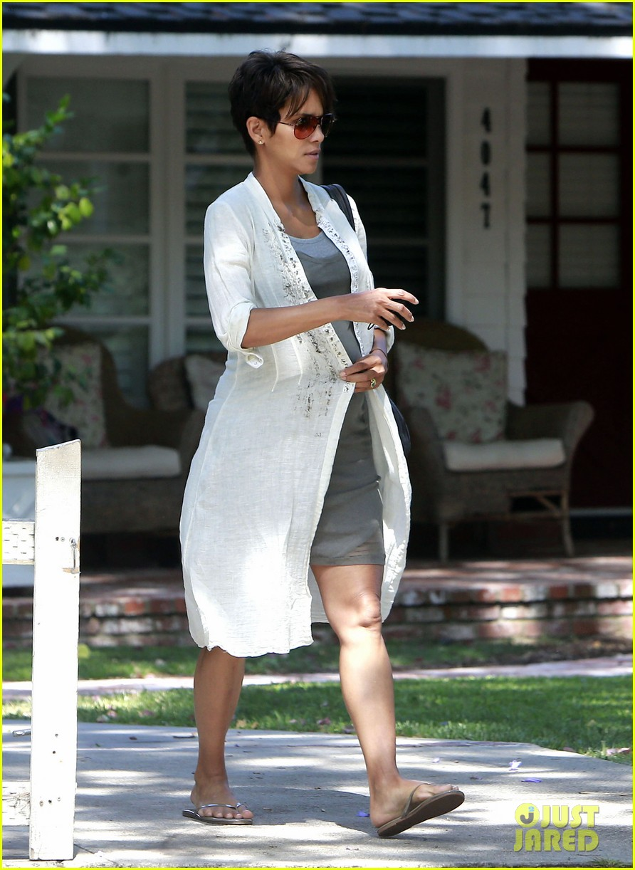 halle berry shows off growing baby bump with olivier martinez 082916945