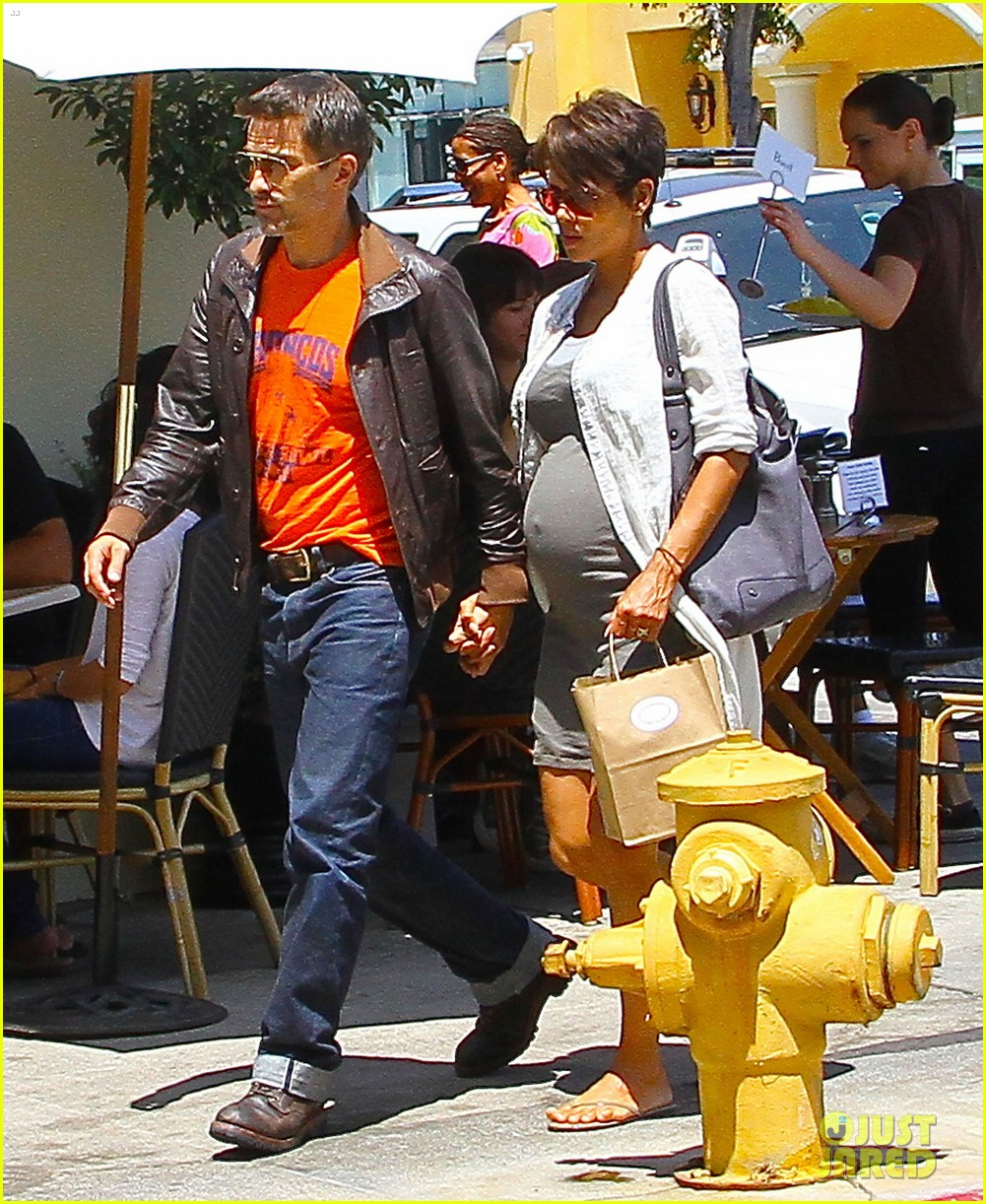 halle berry shows off growing baby bump with olivier martinez 172916954