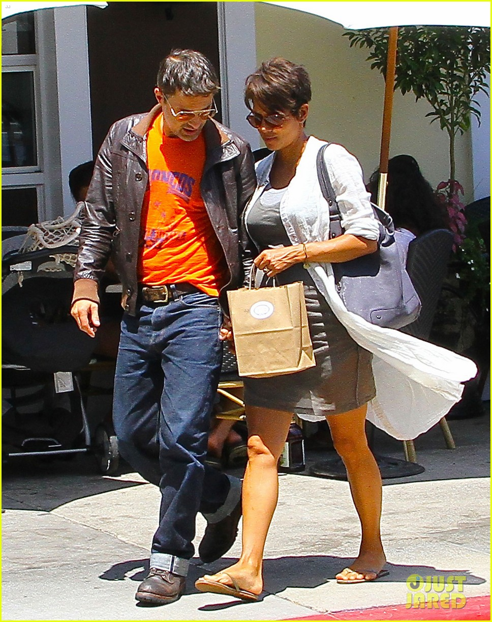 halle berry shows off growing baby bump with olivier martinez 182916955