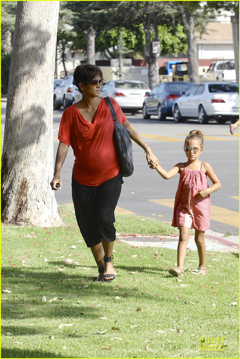 halle berry baby bump check up with nahla 032915533