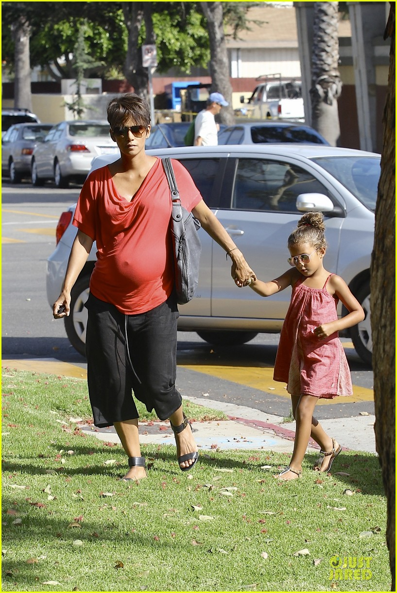 halle berry baby bump check up with nahla 112915541