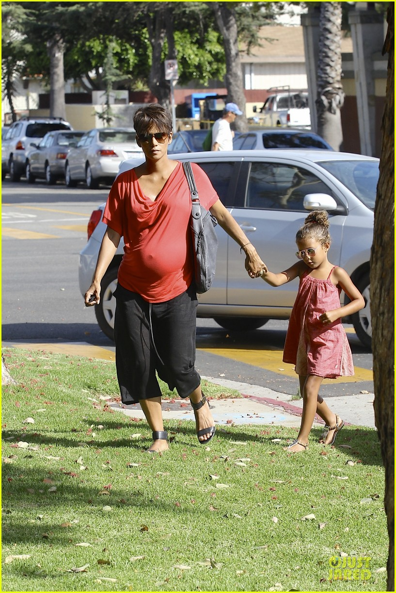 halle berry baby bump check up with nahla 122915542