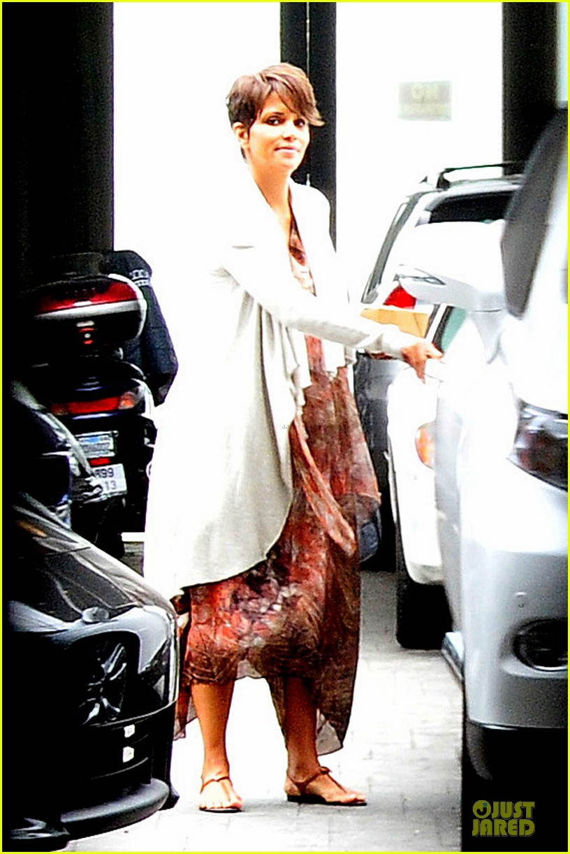 halle berry fig olive cravings after comic con 012914460