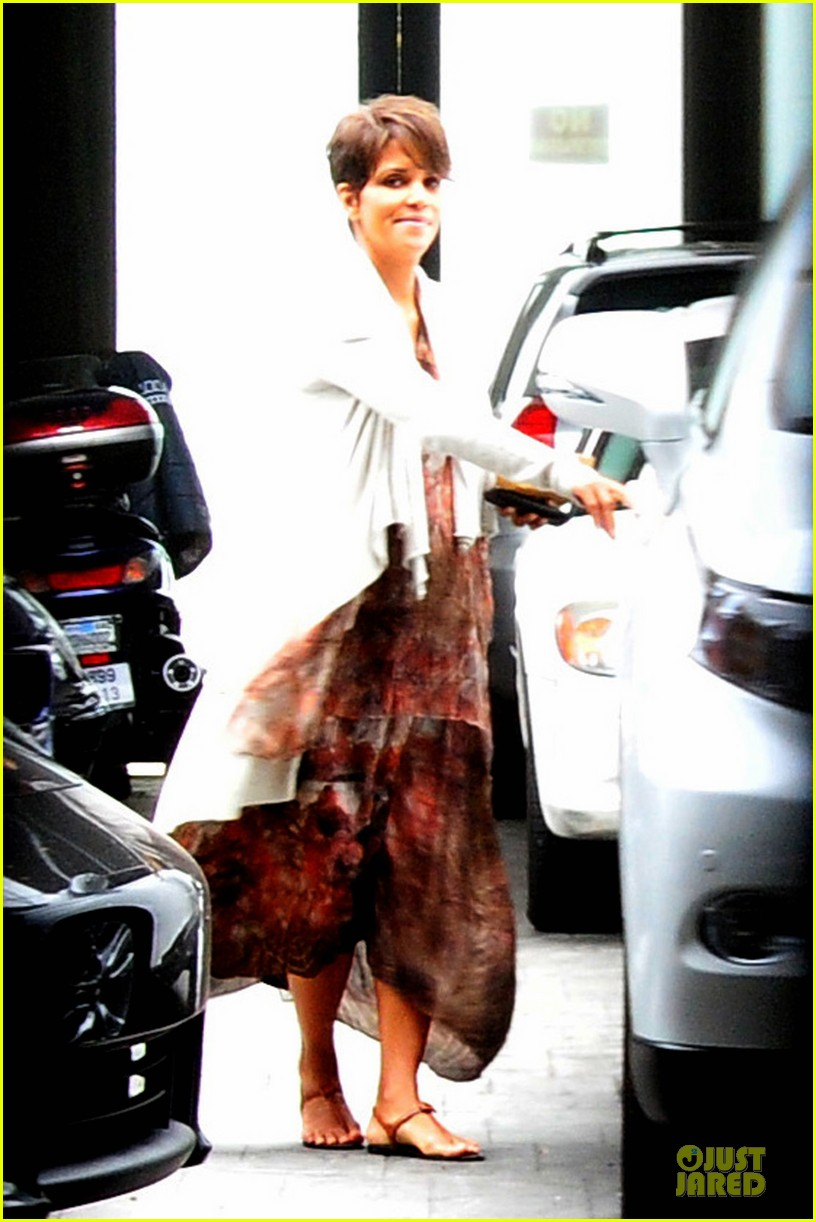 halle berry fig olive cravings after comic con 022914461