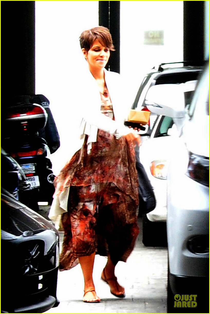 halle berry fig olive cravings after comic con 082914467