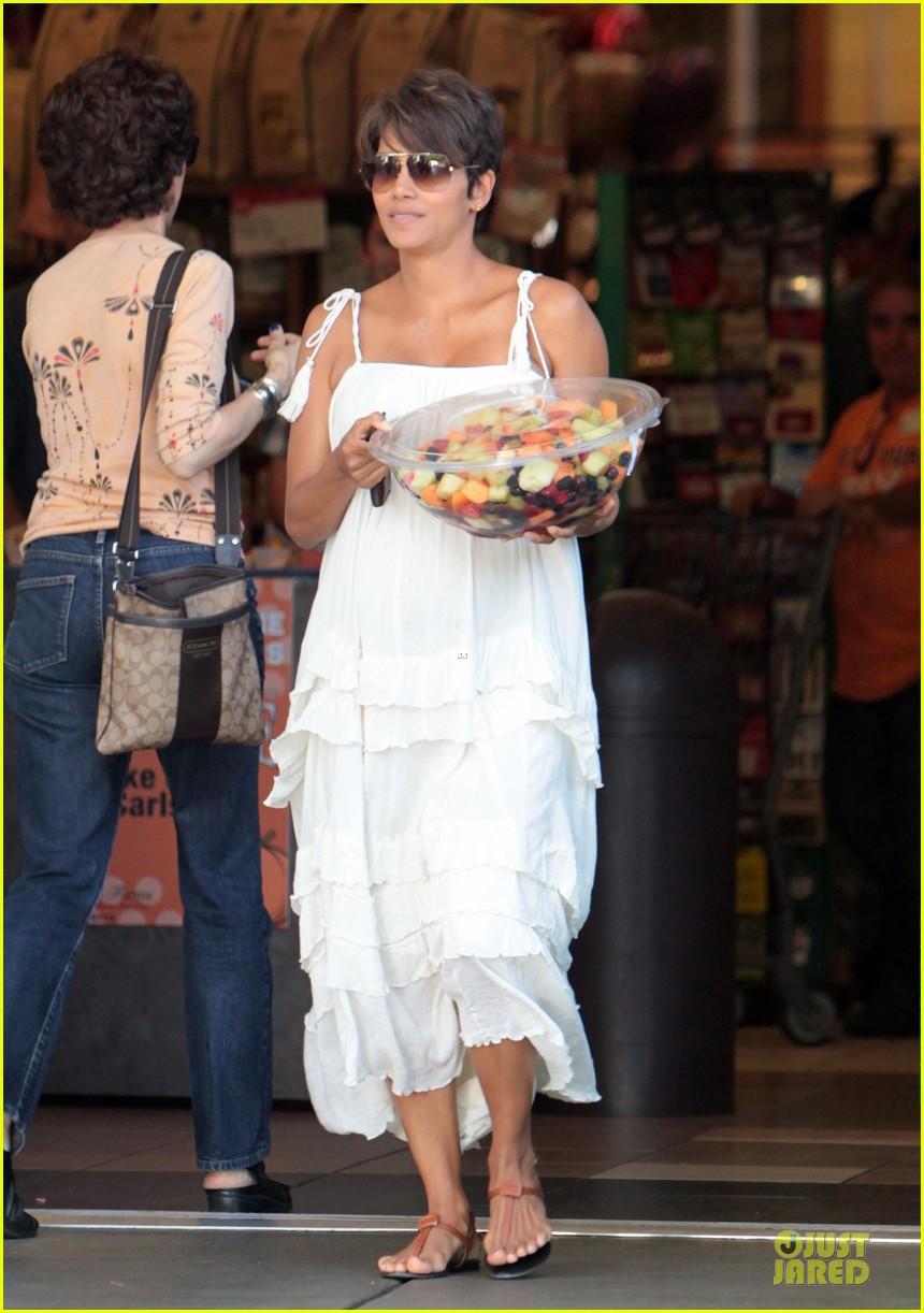 halle berry fruit salad pregnancy craving 072918106