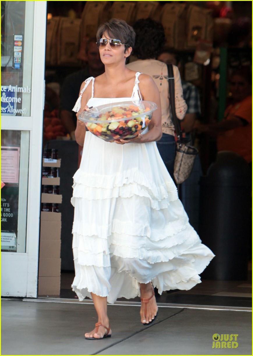 halle berry fruit salad pregnancy craving 082918107