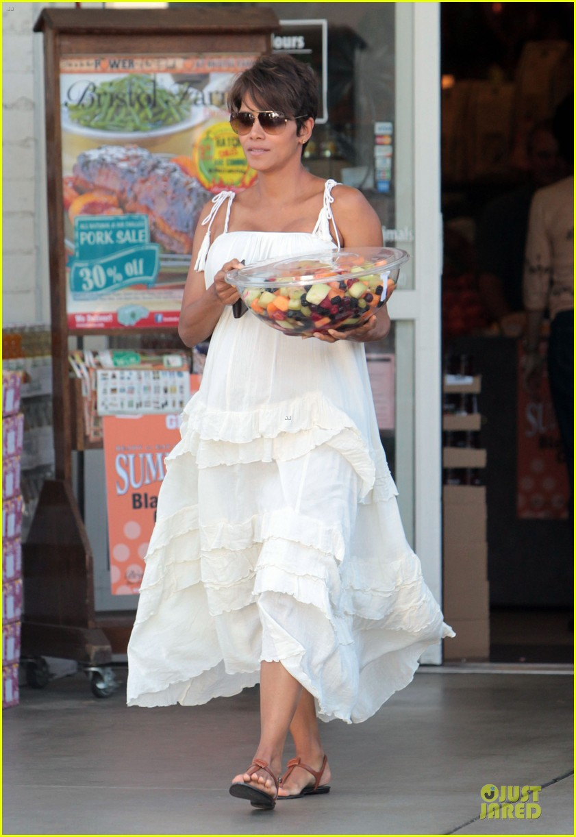 halle berry fruit salad pregnancy craving 13