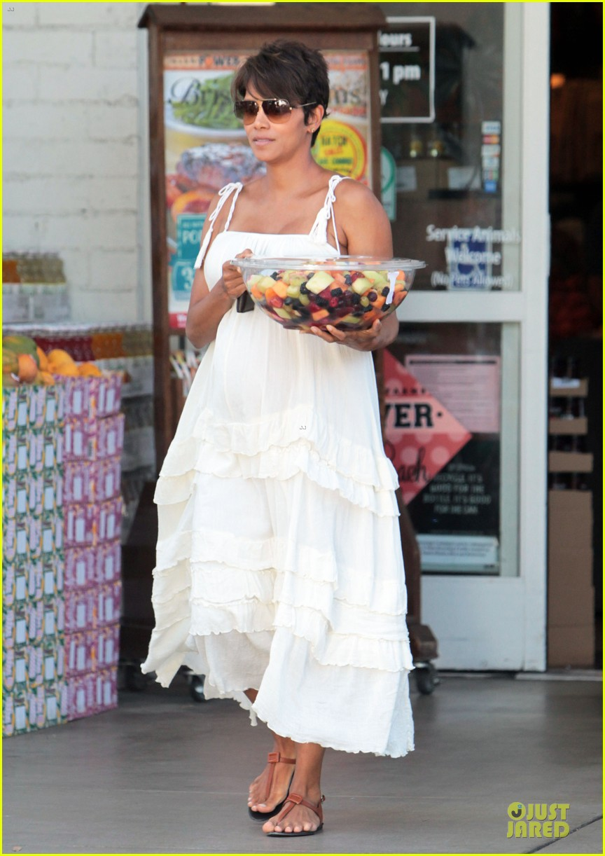 halle berry fruit salad pregnancy craving 152918114