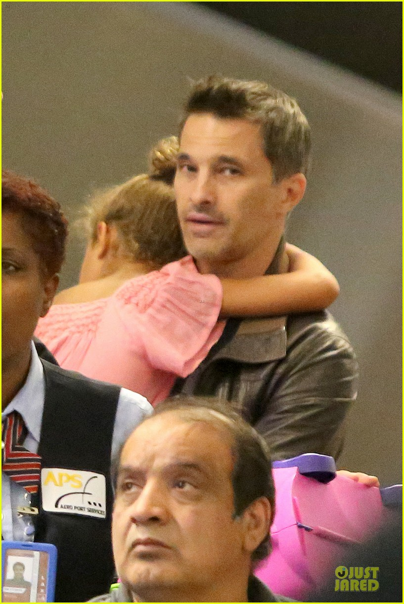 halle berry olivier martinez lax arrival after wedding 042910551