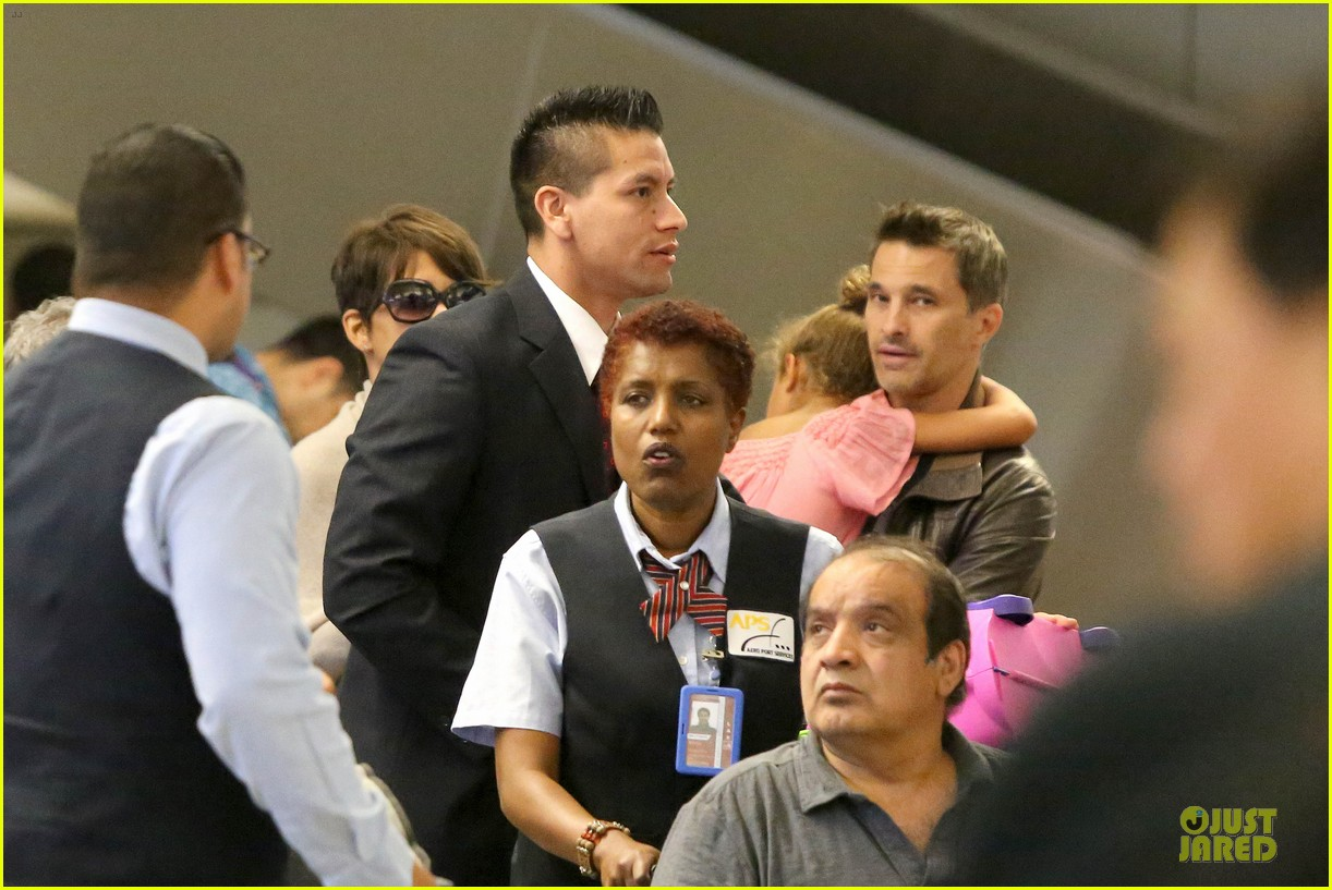 halle berry olivier martinez lax arrival after wedding 072910554