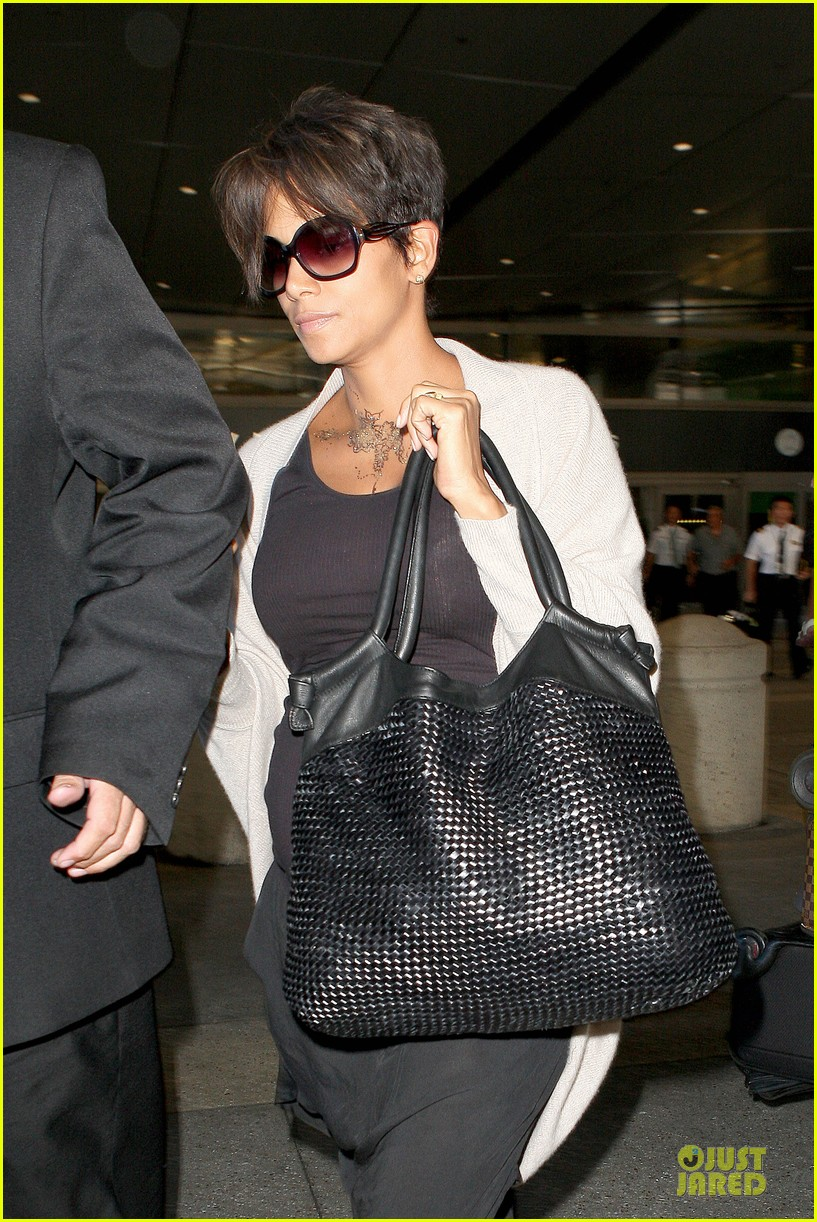 halle berry olivier martinez lax arrival after wedding 132910560