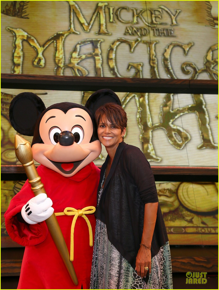halle berry mickey and the magical map show 02