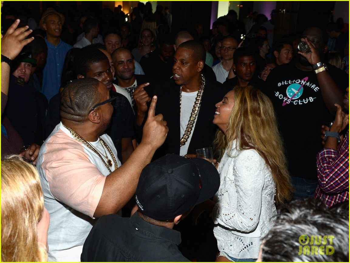 beyonce jay z dance together at magna carta release party 01