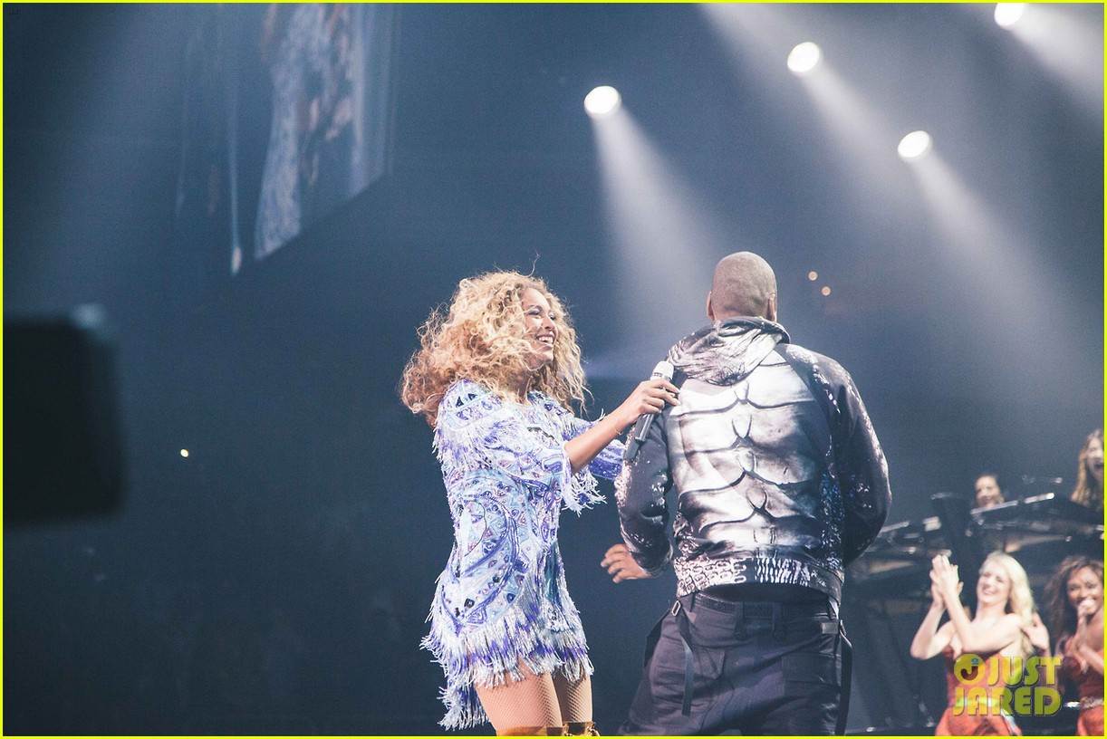 beyonce gets surprise kiss from jay z on mrs carter tour 072917558