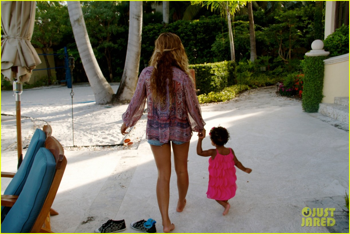 beyonce shares vacation photos with blue ivy 052908732