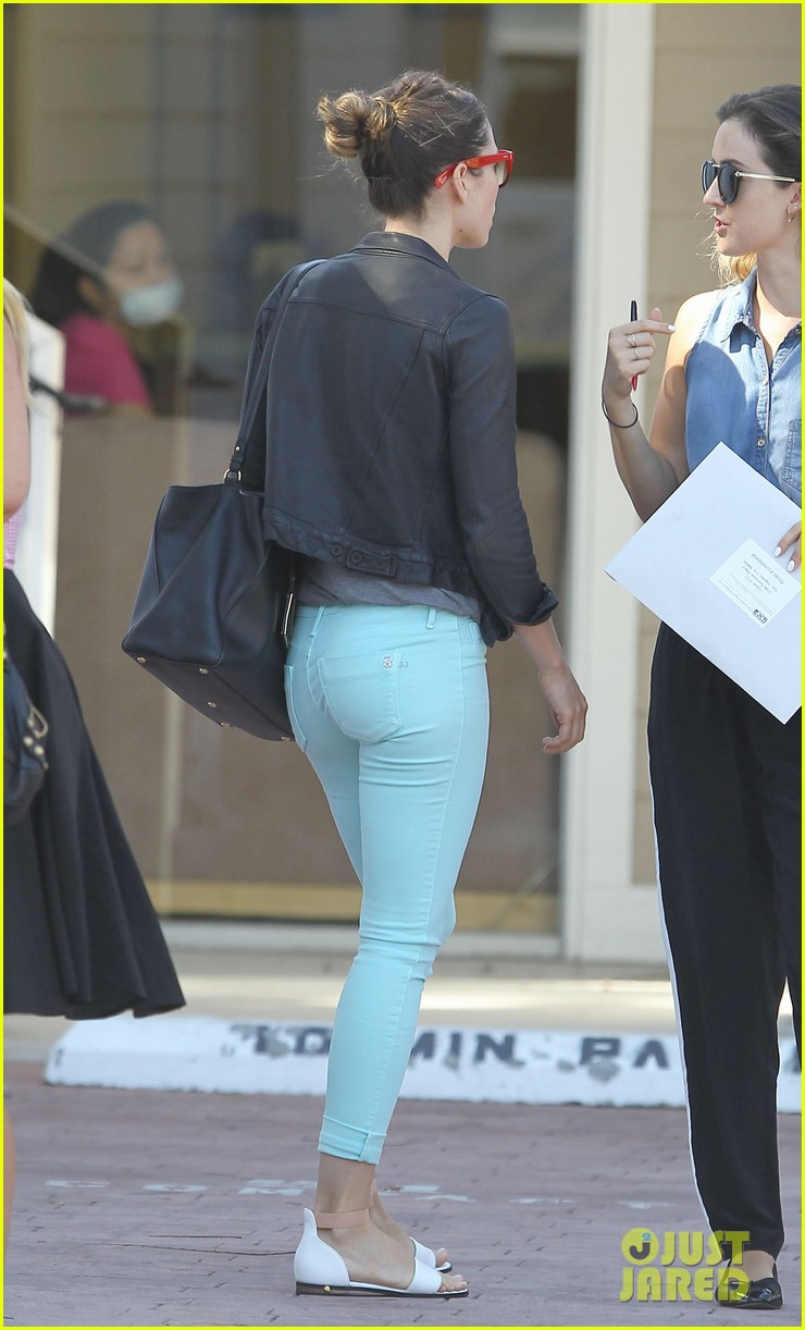 jessica biel my first chicago deep dish pizza was amazing 102917271