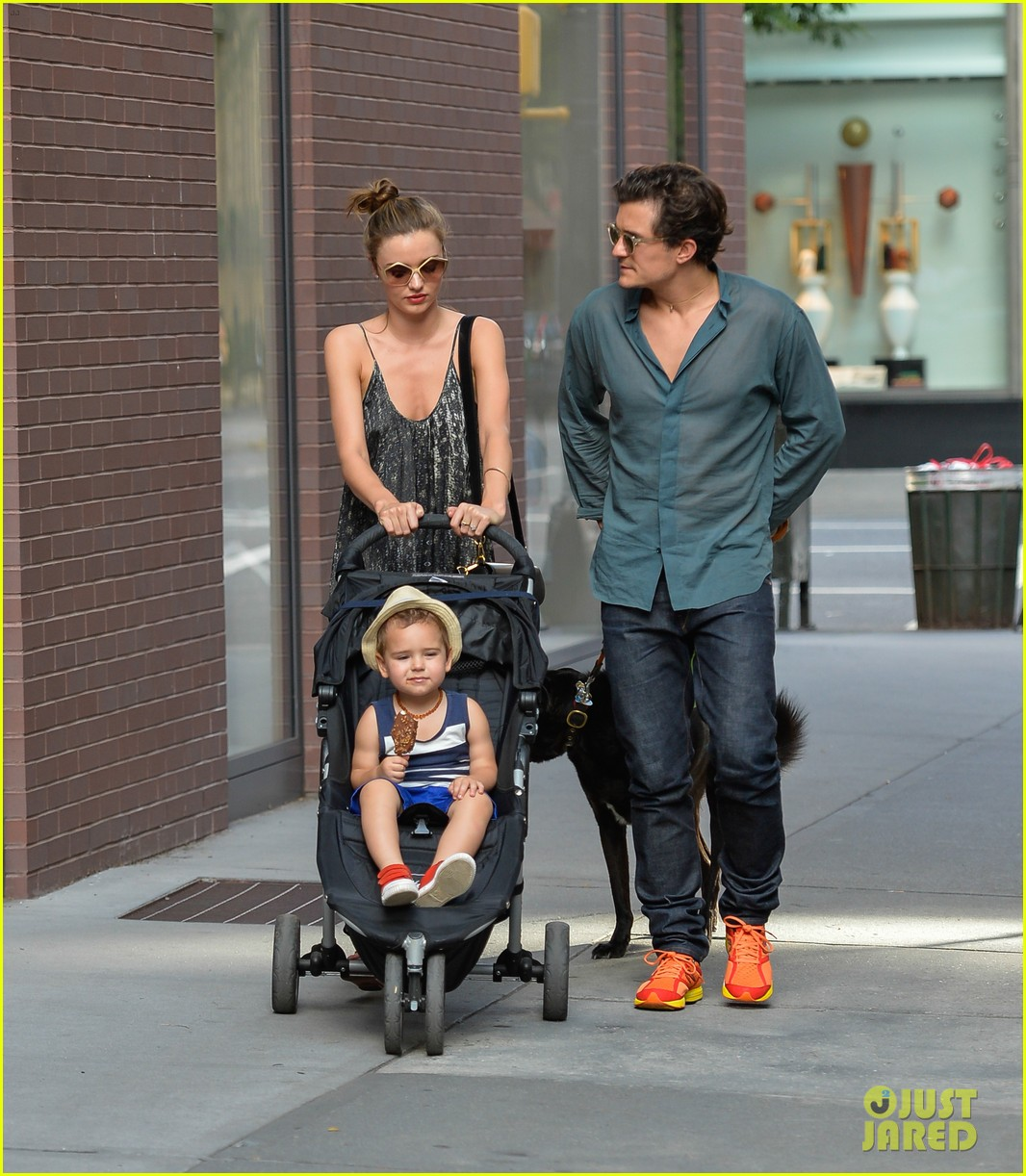 orlando bloom miranda kerr big apple stroll with flynn 012904084