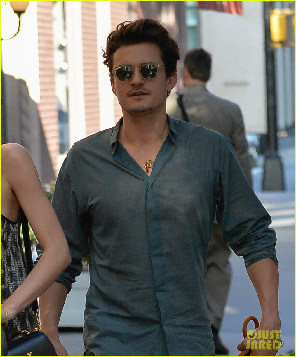 orlando bloom miranda kerr big apple stroll with flynn 022904085