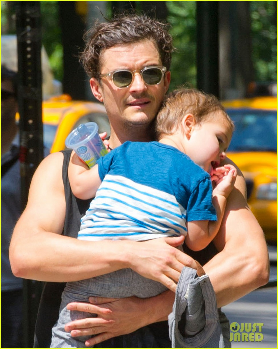orlando bloom central park playtime with flynn 022904996