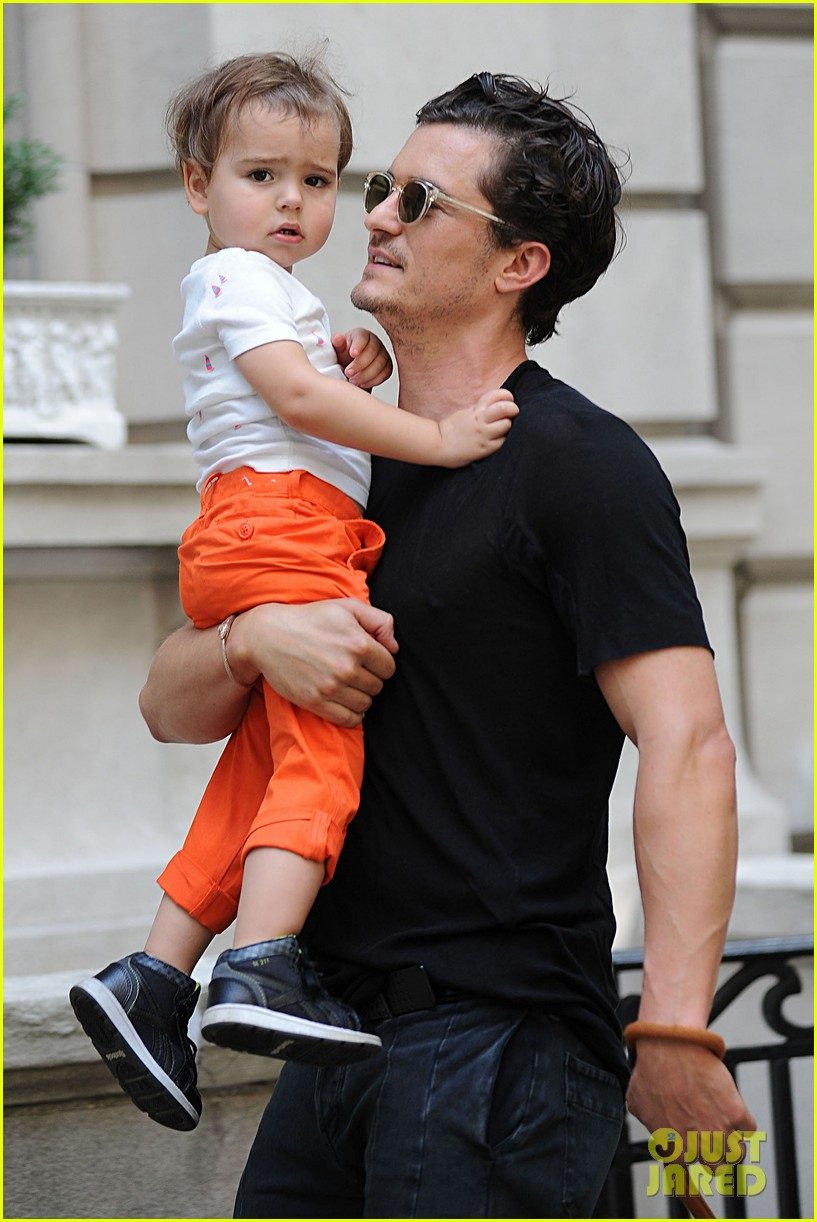 orlando bloom daddy day out with flynn 012905599